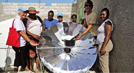 Andrea Bolzonello ad Haiti con un forni solari